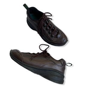 L.L. Bean brown leather outdoor hiking sneakers
